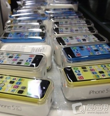 blue_white_yellow_iphone_5c_packaged.jpg